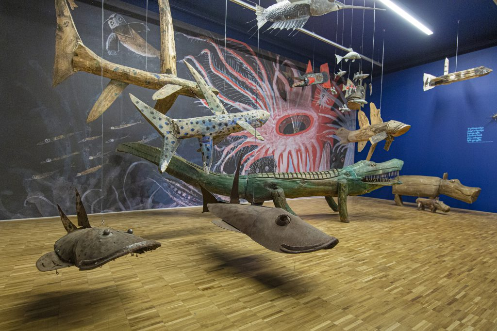 """""""ONCE I SAW, ON SUNDAY, THREE SILVER FISH IN THE BATH ..."""" IN THE WORLD OF PICTURES AND SCULPTURES OF Józef WILKOń"""